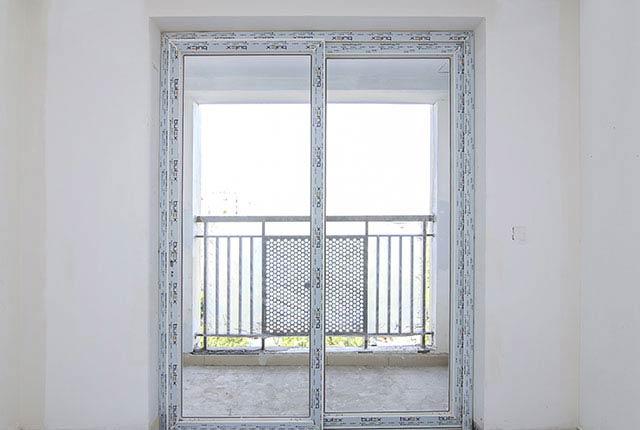 Lắp đặt cửa phòng khách căn hộ tầng 6 - 10 block Northern