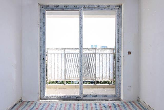 Lắp đặt cửa phòng khách căn hộ tầng 6 - 10 block Southern