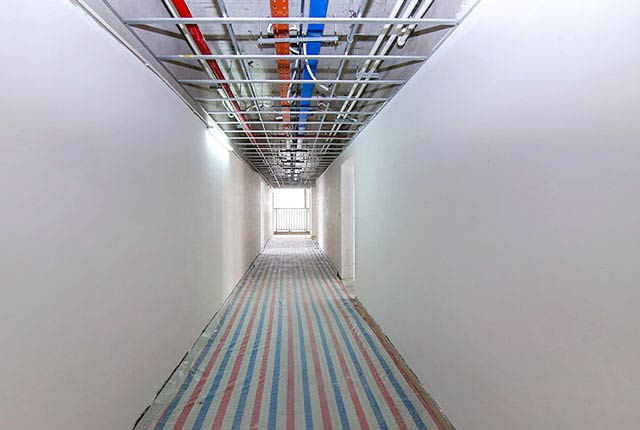 Hoàn thành bả sơn matit hành lang căn hộ block Northern
