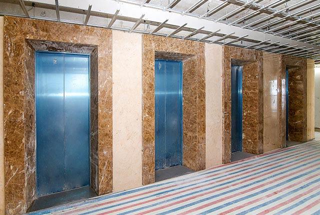 Ốp đá thang máy căn hộ tầng 21 block Southern