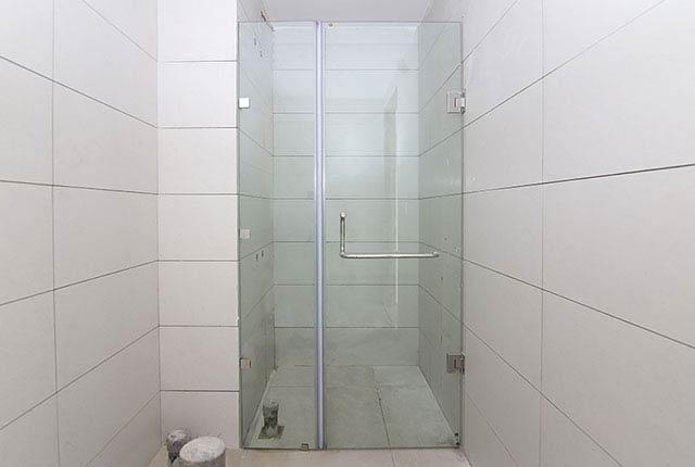 Lắp đặt cửa kính phòng tắm căn hộ tầng 7 - 12 block Southern