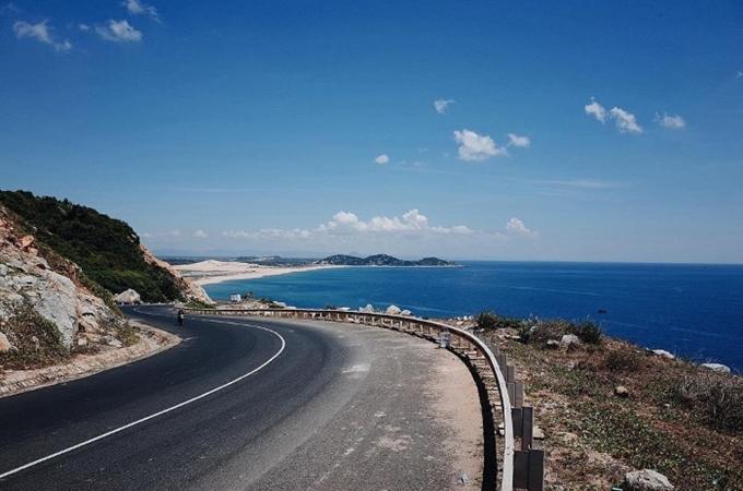 Đường ven biển Cát Tiến và Đề Gi