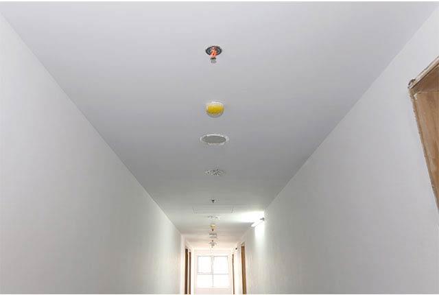 Sơn nước hoàn thiện hành lang căn hộ tầng 5 - 18 block A