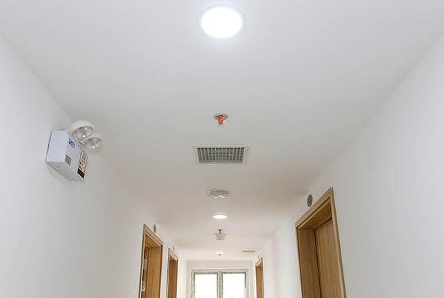 Sơn nước hoàn thiện hành lang căn hộ tầng 20 block A