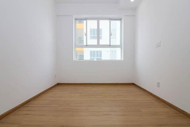 Ốp sàn gỗ phòng ngủ căn hộ tầng 20 block B