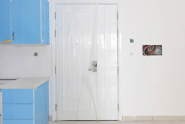 Thi công lắp đặt cửa ra vào căn hộ tầng 5 - 21 block Southern