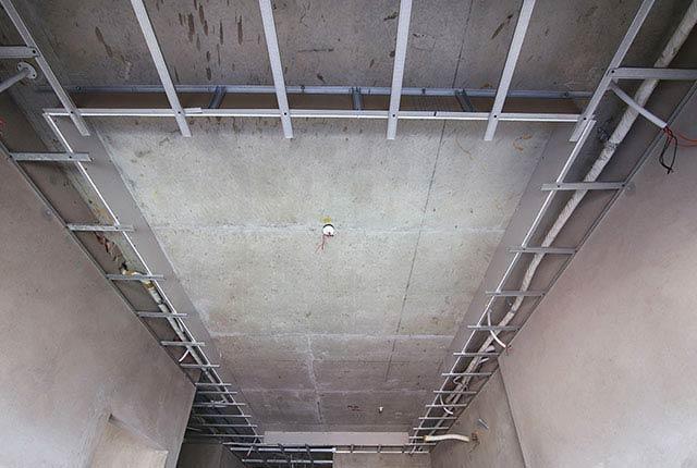 Công tác thi công khung xương trần thạch cao căn hộ tầng 9 block B