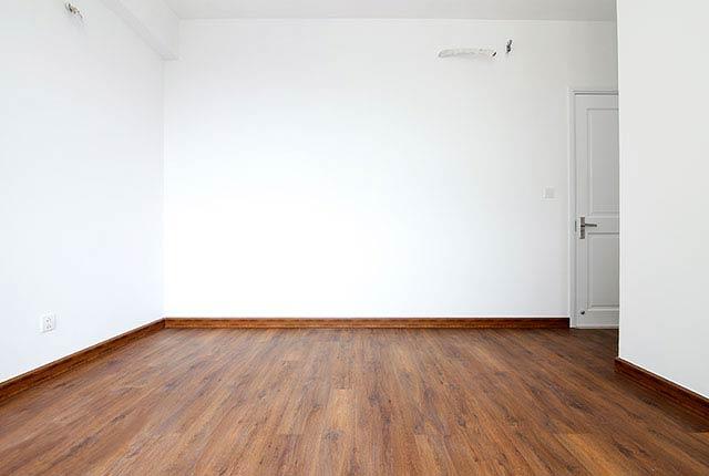 Lát sàn gỗ phòng ngủ căn hộ tầng 7 - 20 block Southern Saigon Mia