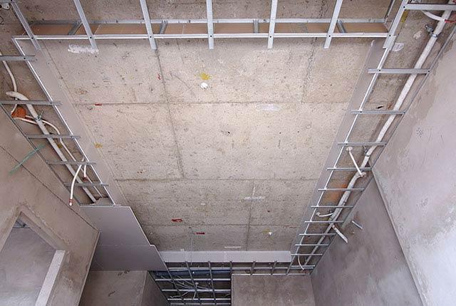 Công tác thi công khung xương trần thạch cao căn hộ tầng 14 block C