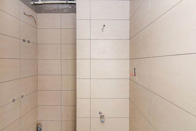 Ốp lát WC từ tầng 6 đến tầng 22 block Glory