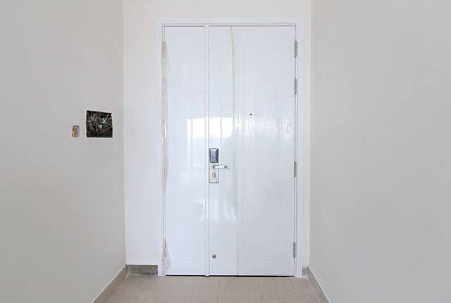 Thi công lắp đặt cửa căn hộ tầng 14 block B