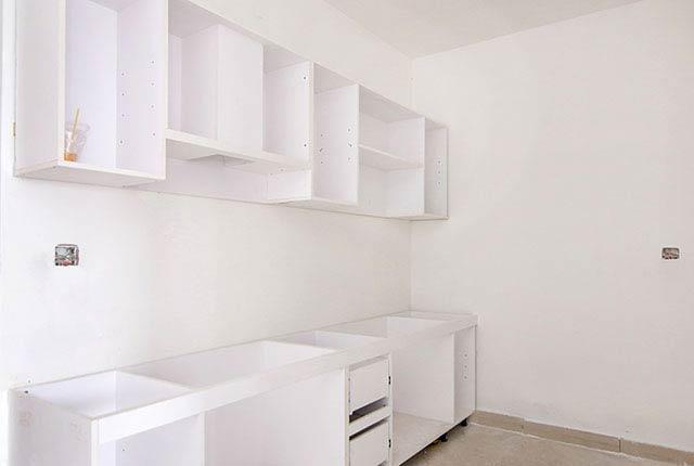 Công tác thi công lắp đặt tủ bếp căn hộ tầng 10 block C