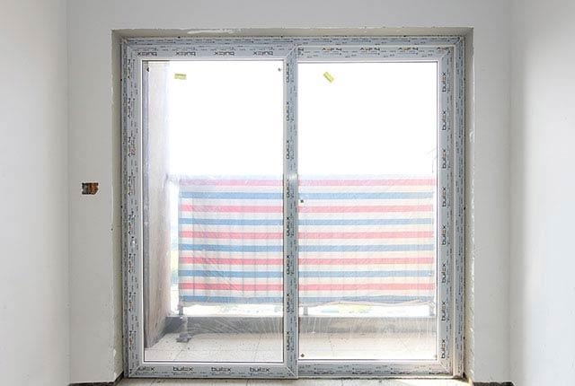 Thi công lắp đặt cửa logia căn hộ tầng 20 block A
