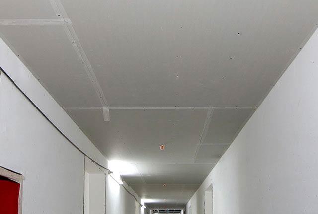 Công tác thi công khung xương trần thạch cao hành lang căn hộ tầng 20 block A