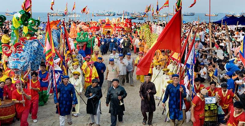 Nhiều lễ hội truyền thống tại địa phương thu hút khách du lịch