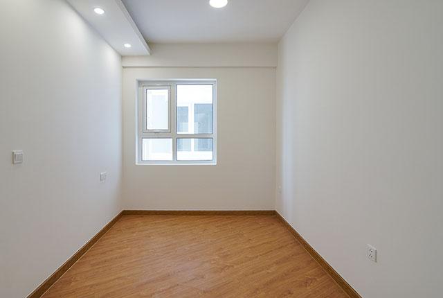 Công tác thi công lắp đặt sàn gỗ phòng ngủ căn hộ tầng 15 block B