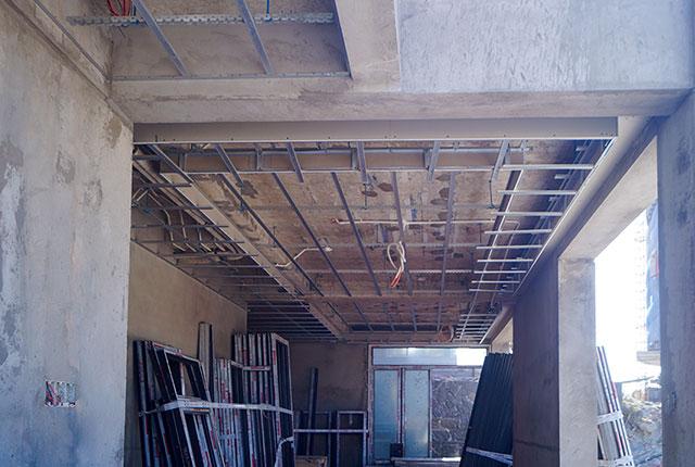Công tác thi công khung xương trần thạch cao căn biệt thự khu D