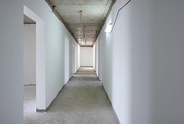 Thi công bả sơn matit hành lang căn hộ tầng 21 - 22 block B2