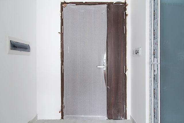Lắp đặt cửa căn hộ từ tầng 6 đến tầng 11 block Lucky và block Riches