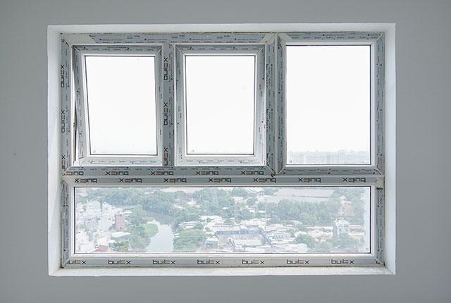 Lắp đặt cửa sổ từ tầng 6 đến tầng 24 block Lucky và block Riches