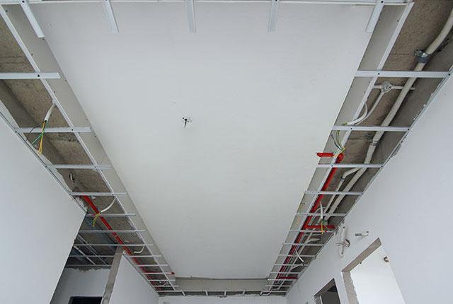 Thi công khung trần thạch cao tầng 12 - 21 block B2