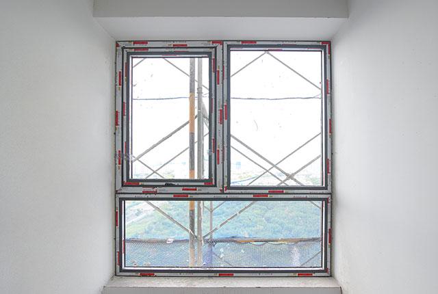 Thi công lắp đặt cửa sổ tầng 14 - 22 block B1