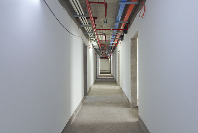 Thi công bả sơn matit hành lang căn hộ tầng 5 - 22 block B1