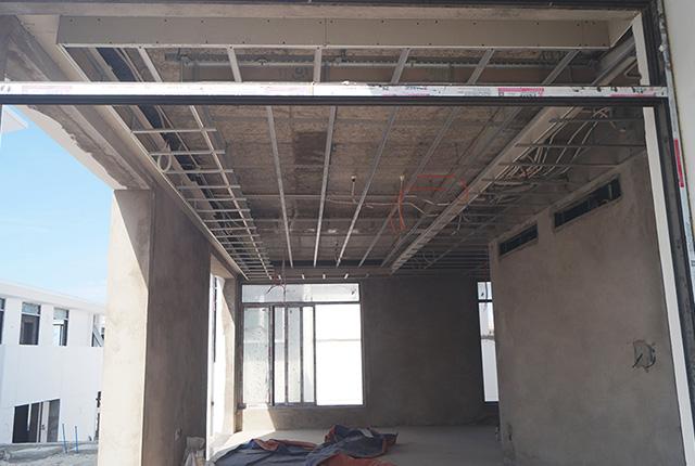 Công tác thi công khung xương trần thạch cao căn biệt thự khu E