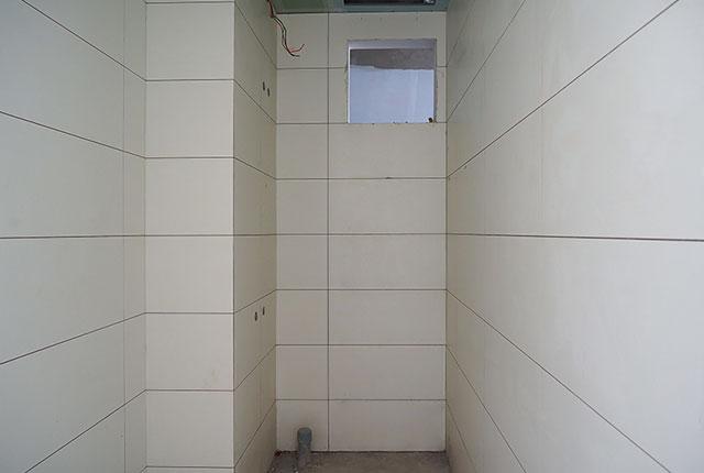 Ốp gạch WC căn hộ từ tầng 5 đến tầng12 Block A1, Block A2, Block B và Block C