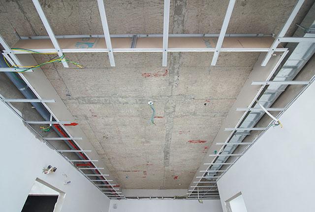 Thi công khung trần thạch cao tầng 5 - 21 block B2