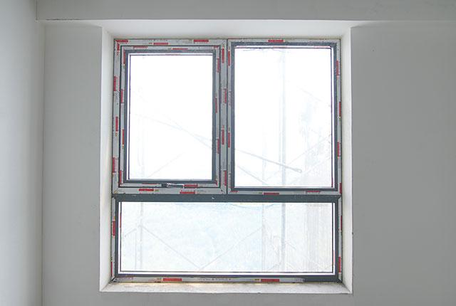 Thi công lắp đặt cửa sổ tầng 5 - 22 block B2