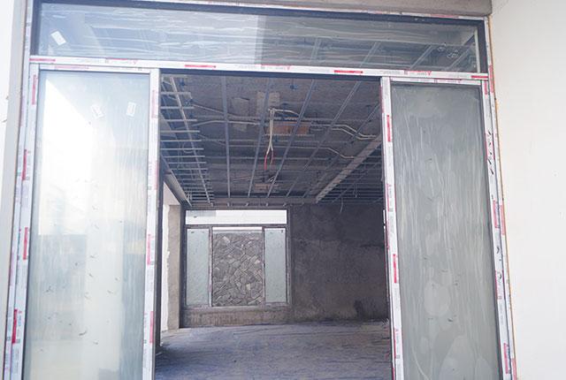 Công tác thi công lắp đặt khung cửa kính khu G