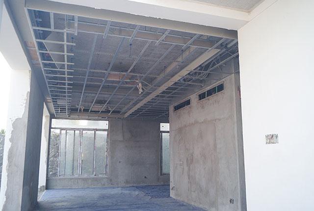 Công tác thi công khung xương trần thạch cao căn biệt thự khu C